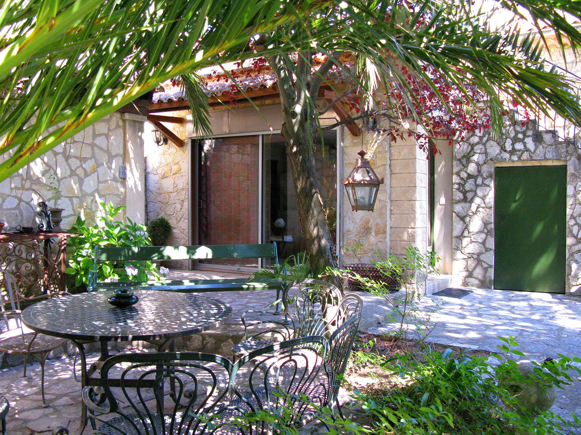 Corner Cottage. « Return To Accommodations